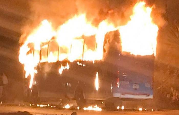 queman-bus-intermunicipal-en-cundinamarca-768368